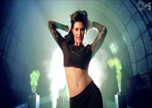 jacqueline-fernandez-in-race-2-movie-10